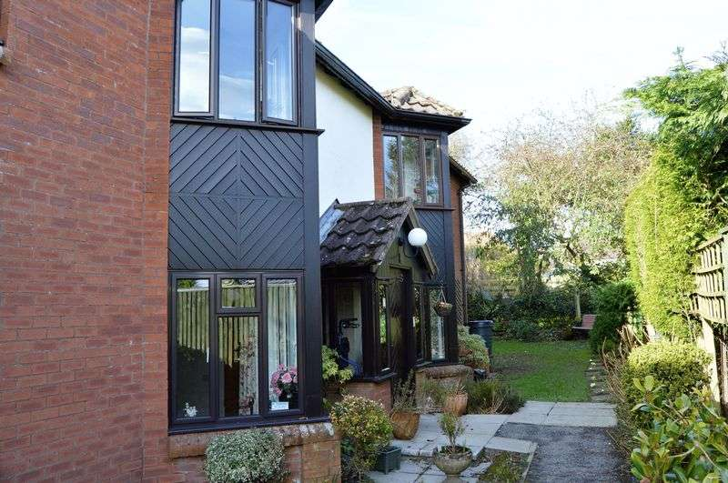 2 Bedrooms Flat for sale in SHAFTESBURY
