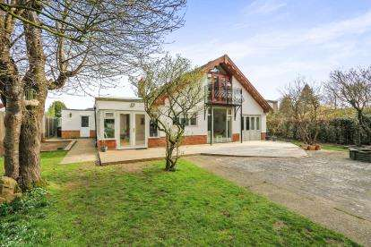 5 Bedrooms Bungalow for sale in Taverham, Norwich, Norfolk