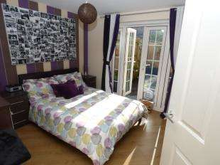 2 Bedrooms Flat for sale in Westview Close, Peacehaven, East Sussex