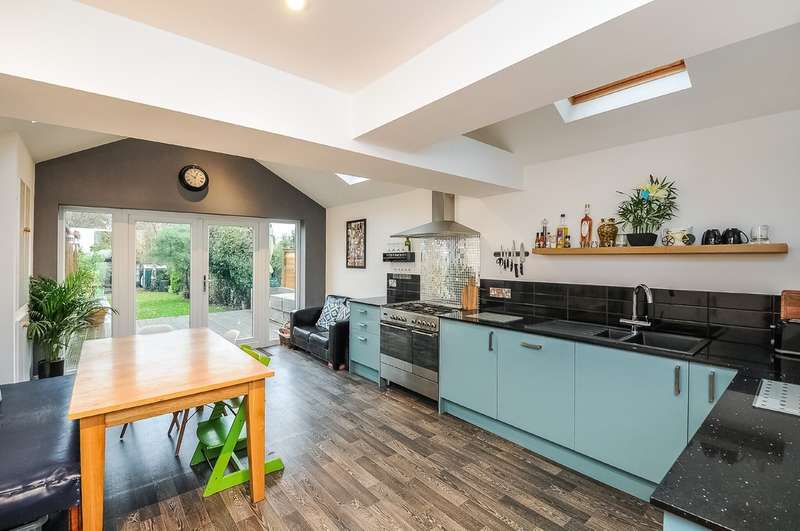 4 Bedrooms End Of Terrace House for sale in Leckhampton