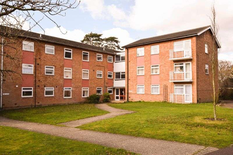 2 Bedrooms Flat for sale in Elleray Court, Ash Vale