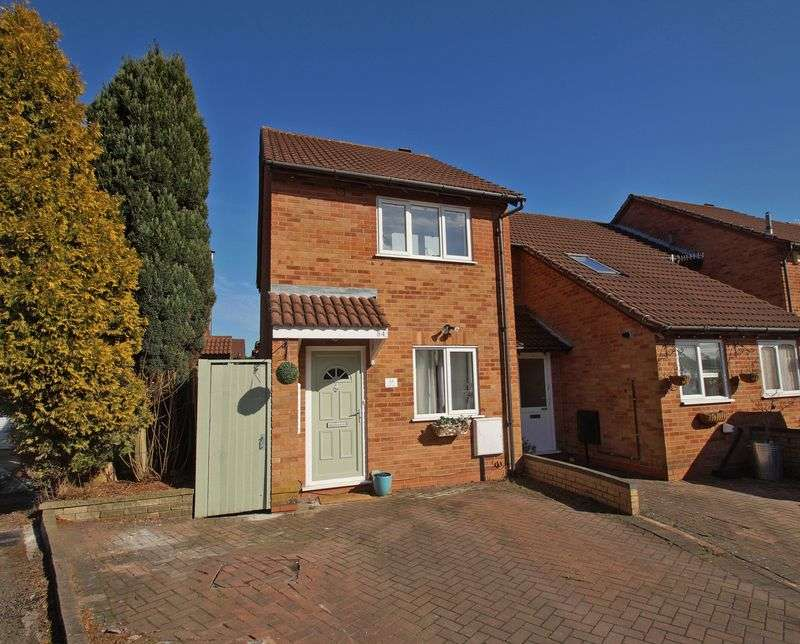 2 Bedrooms Terraced House for sale in Mayfield Close, Catshill. Bromsgrove