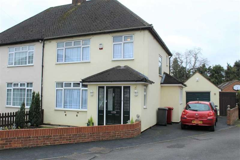 3 Bedrooms Detached House for sale in Glenavon Gardens, Langley, Berkshire