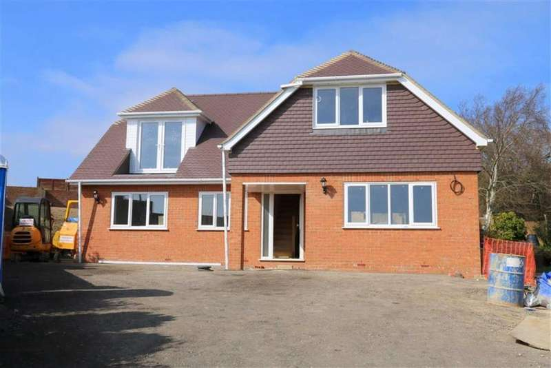 4 Bedrooms Detached House for sale in Meadow Way, Fairlight