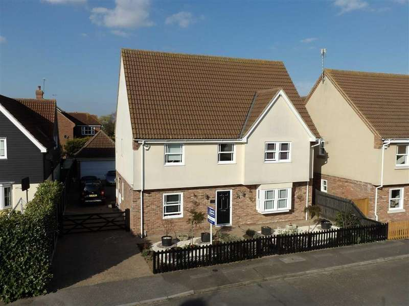 6 Bedrooms Detached House for sale in Bouvel Drive, Burnham-on-Crouch, Essex