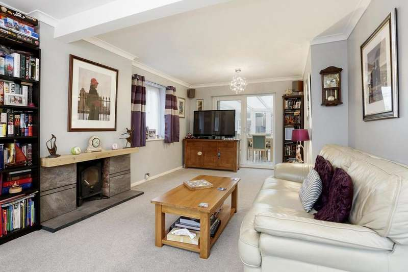 3 Bedrooms Chalet House for sale in Brickwall Close, Burnham-On-Crouch, Essex, CM0