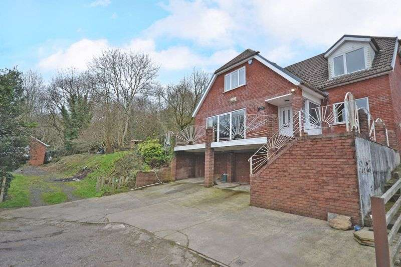 4 Bedrooms Detached House for sale in Spacious Detached House with Ground, Penrhiw, Risca