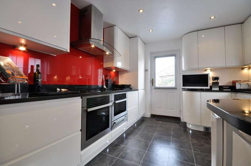 4 Bedrooms Detached House for sale in Barn Fields, Stanway, West Colchester