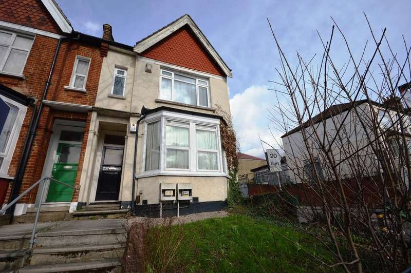 2 Bedrooms Flat for sale in Brownhill Road Catford SE6