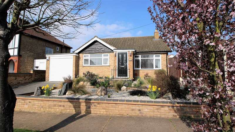 2 Bedrooms Bungalow for sale in Meadway, Grays
