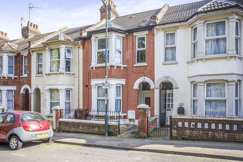 1 Bedroom Flat for sale in A Boundary Road, Chatham, ME4