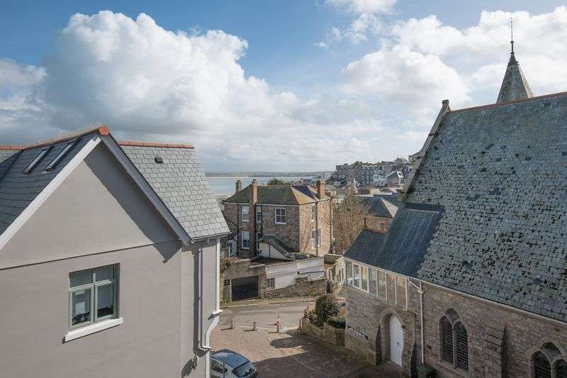 2 Bedrooms Flat for sale in Tucked away central St Ives