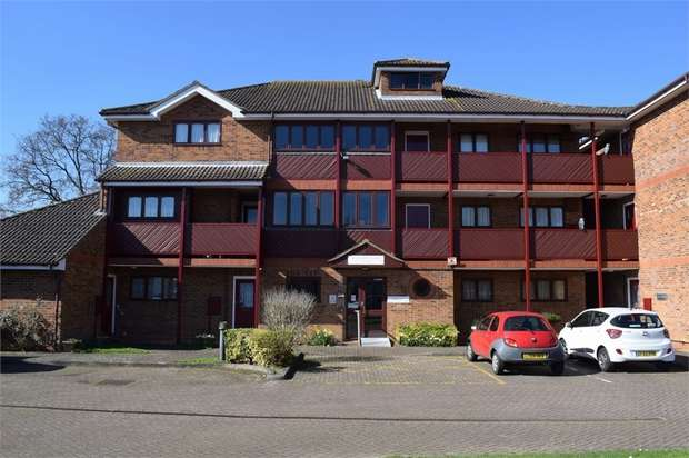 1 Bedroom Flat for sale in Moat View Court, Bushey, Hertfordshire