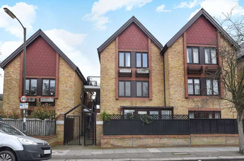 2 Bedrooms Flat for sale in Nairn Court, Wimbledon, SW19