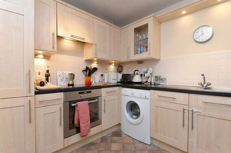 2 Bedrooms Flat for sale in Pilrig Heights, Edinburgh, EH6 5FB