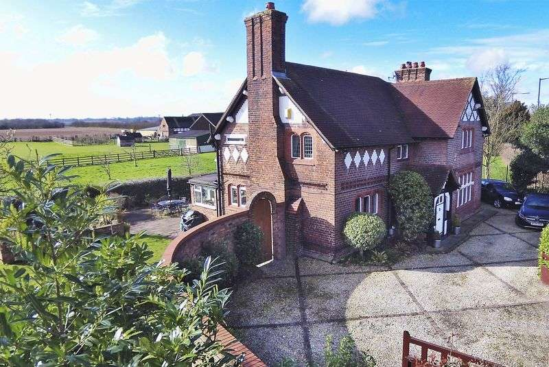 4 Bedrooms House for sale in Dunham Road, Lymm