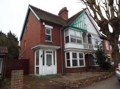 4 Bedrooms Semi Detached House for sale in Limbury Road, Luton, Bedfordshire
