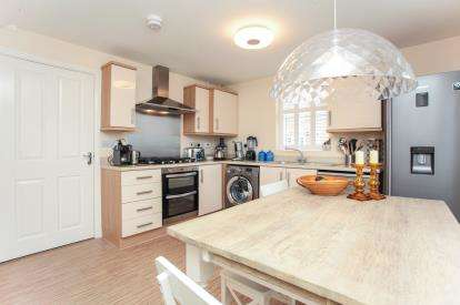 4 Bedrooms End Of Terrace House for sale in Thackney Leys, Kibworth Harcourt, Leicester, Leicestershire