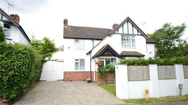 4 Bedrooms Detached House for sale in Pond Head Lane, Earley, Reading