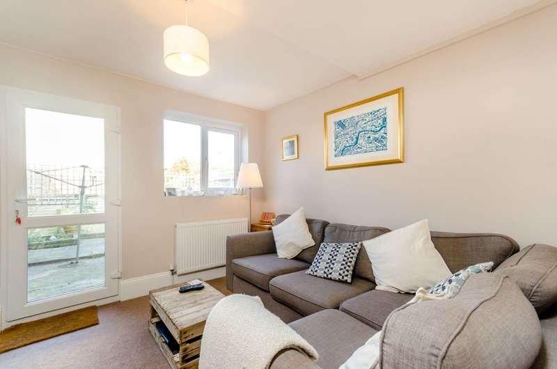 2 Bedrooms Flat for sale in Crowther Road, South Norwood, SE25