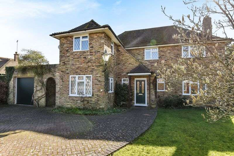 4 Bedrooms Detached House for sale in Sherbourne Walk, Farnham Common, Buckinghamshire SL2