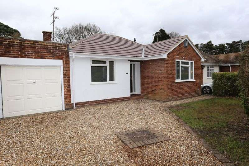 3 Bedrooms Semi Detached Bungalow for rent in Nightingale Road, Woodley