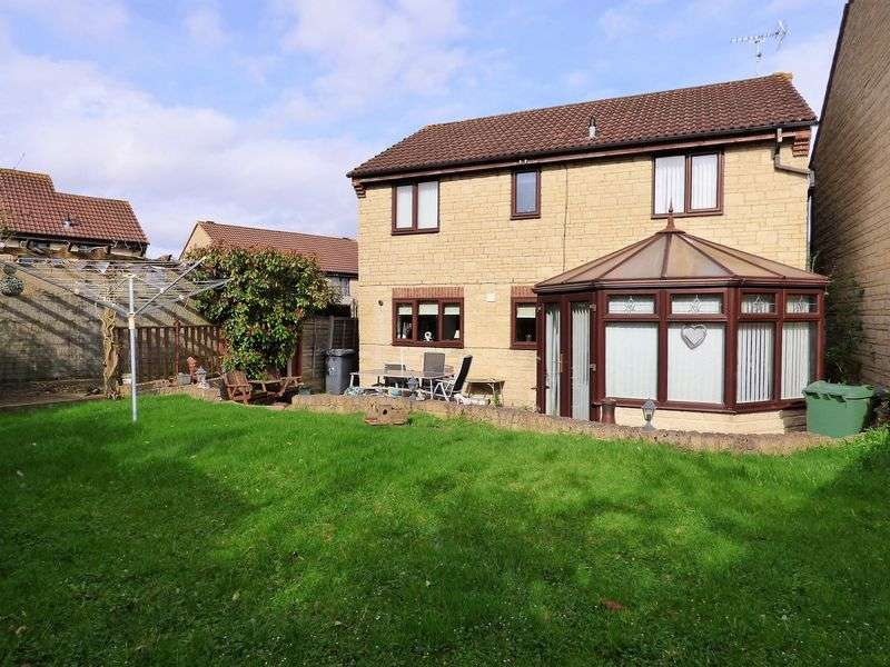 4 Bedrooms Detached House for sale in Enborne Close, Gloucester