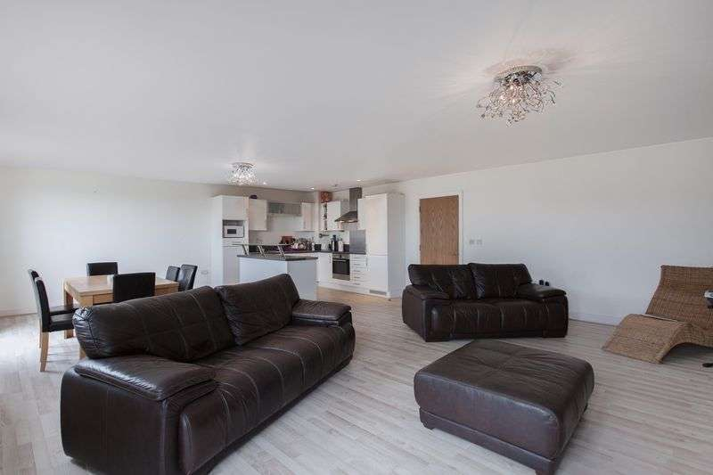 2 Bedrooms Flat for sale in Leamore Court, Meath Crescent, London