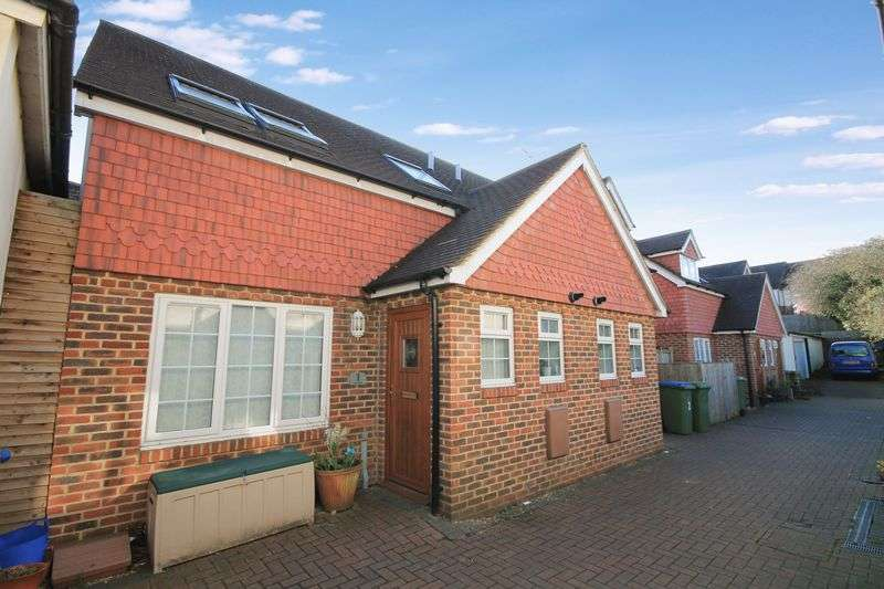 3 Bedrooms Semi Detached House for sale in Lauras Garden, High Street, Billingshurst