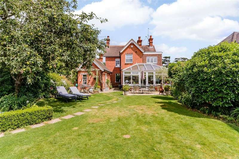 3 Bedrooms Detached House for sale in Woodside Road, Winkfield, Berkshire