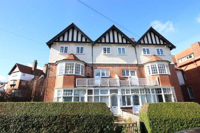 3 Bedrooms Flat for sale in Esplanade Crescent, Scarborough