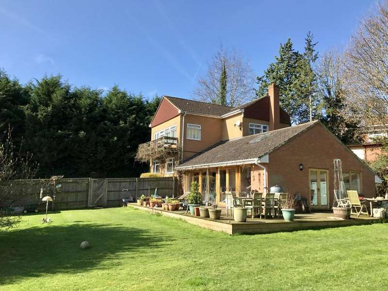 4 Bedrooms Detached House for sale in Quoitings Drive, Marlow