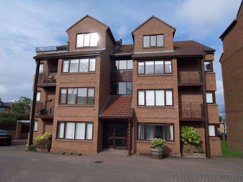 2 Bedrooms Flat for rent in Parkview Court