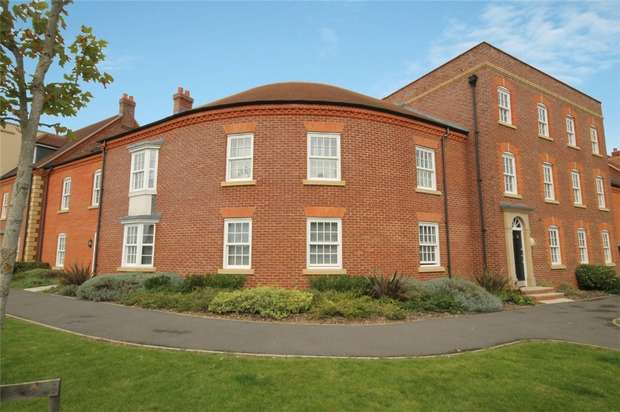 2 Bedrooms Flat for sale in Greenkeepers Road, Great Denham, Bedfordshire
