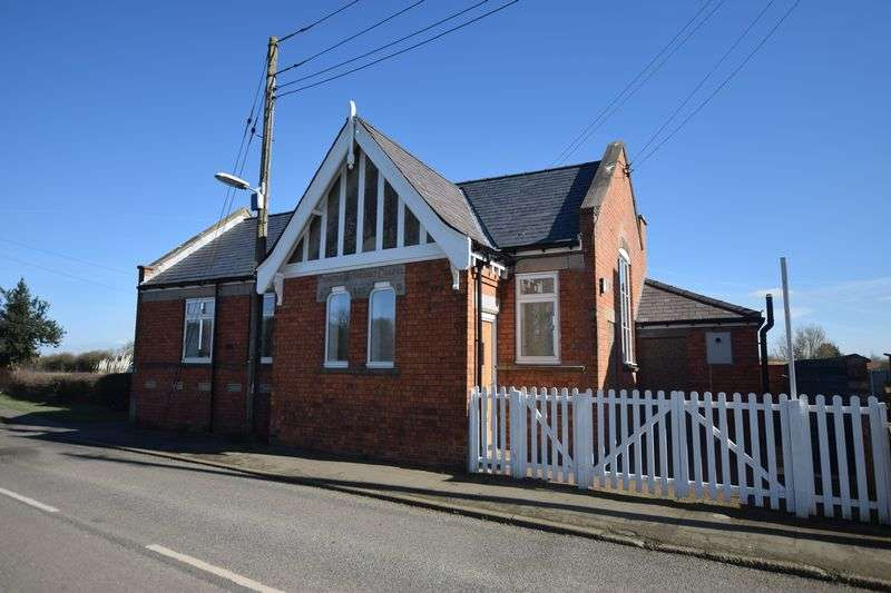 2 Bedrooms Detached Bungalow for sale in Normanby Road, Owmby By Spital, Market Rasen