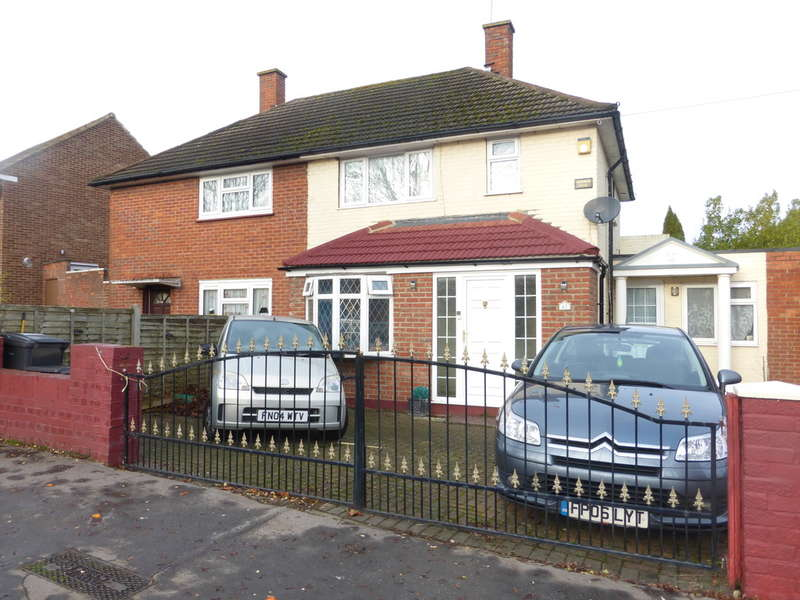3 Bedrooms Semi Detached House for sale in Dunley Drive, New Addington, Croydon, CR0 0RG