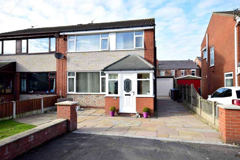 3 Bedrooms Semi Detached House for sale in Kirby Drive, Freckleton