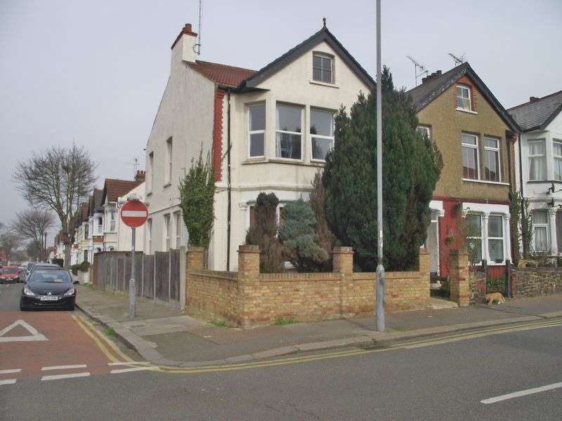 2 Bedrooms Flat for sale in Westborough Road, Westcliff-On-Sea