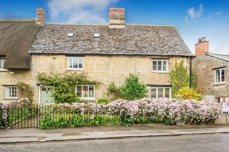 4 Bedrooms Semi Detached House for sale in Dove House, Bridge Street, Bampton, Oxfordshire