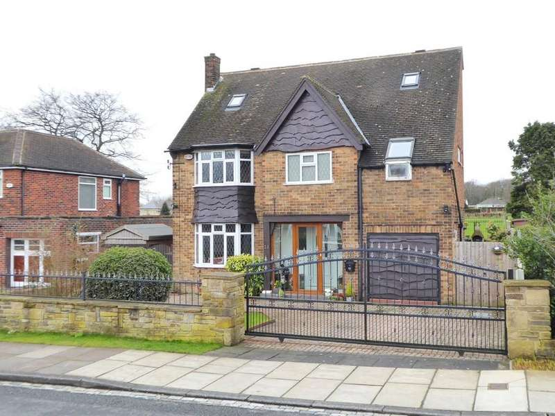 5 Bedrooms Detached House for sale in Woodhall Park Avenue, Woodhall