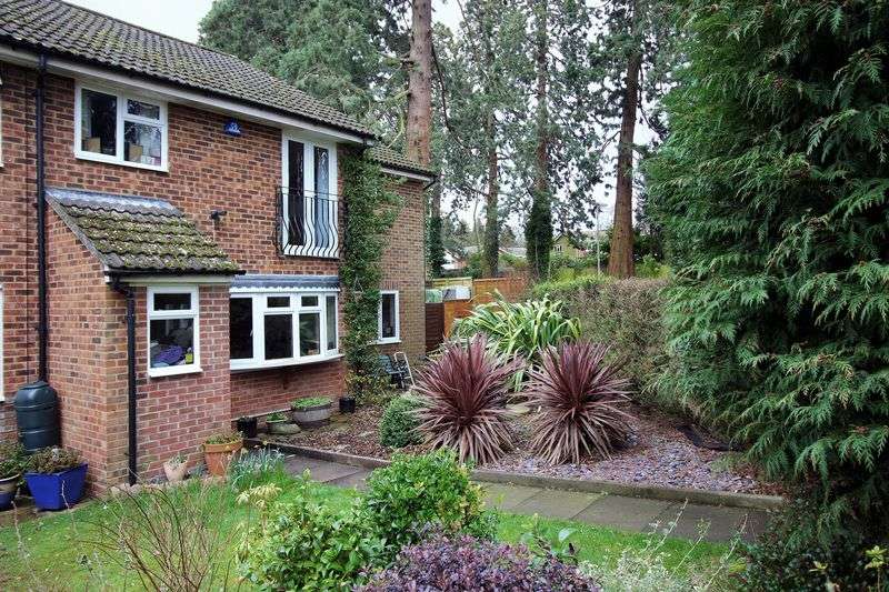 5 Bedrooms Terraced House for sale in Heatherside, Camberley