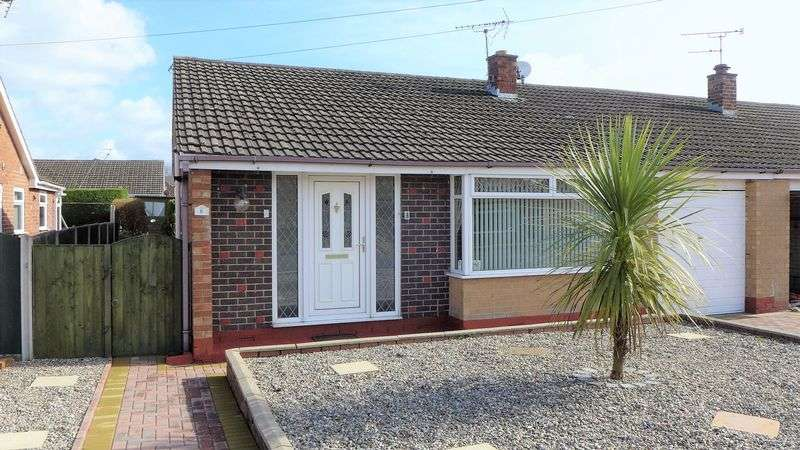 2 Bedrooms Semi Detached Bungalow for sale in Ffordd Madoc, Wrexham