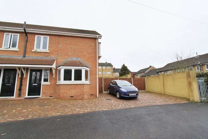 3 Bedrooms Semi Detached House for sale in Hollybush Close, Colier Row, Romford, RM5 NEW BUILD