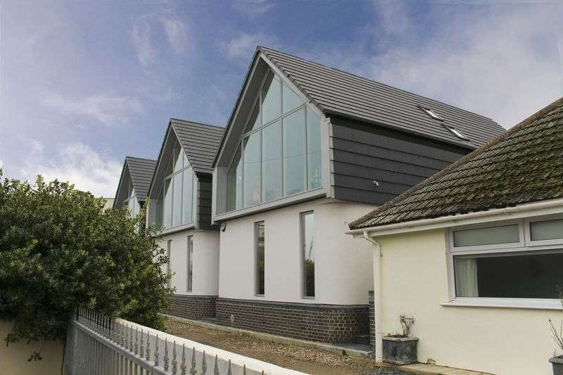 4 Bedrooms Detached House for sale in Shopsdam Road, Lancing