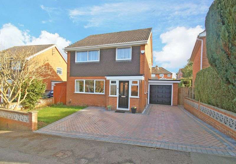 3 Bedrooms Detached House for sale in Avenue Road, Astwood Bank. Redditch