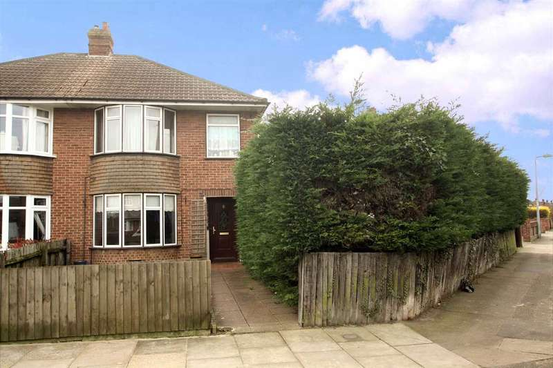 3 Bedrooms Semi Detached House for sale in Cedarcroft Road, Ipswich