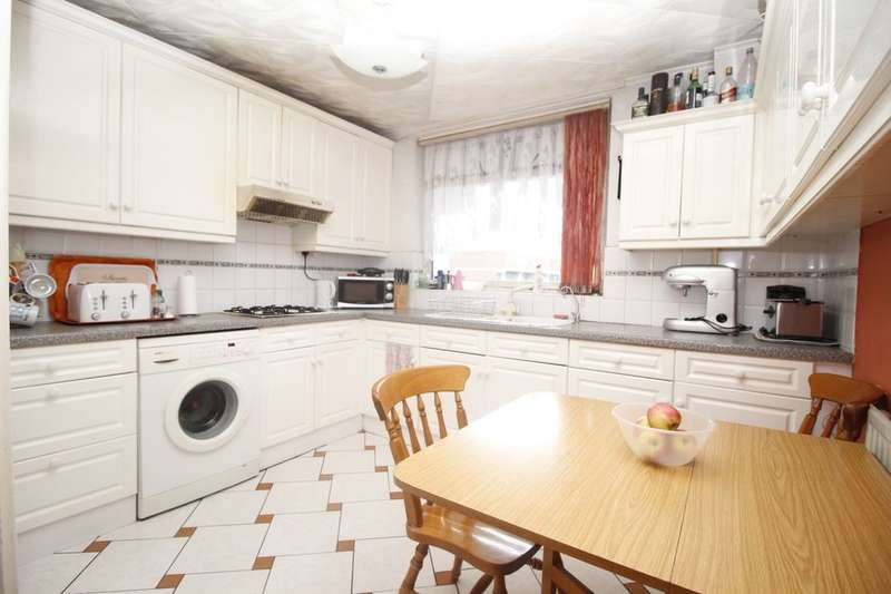 3 Bedrooms Flat for sale in Commercial Way, Peckham, London, SE15