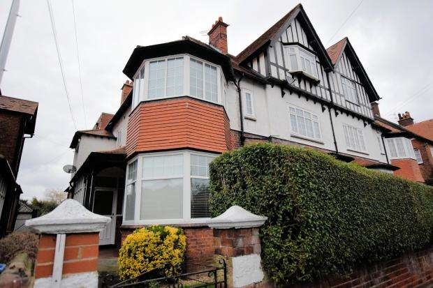 2 Bedrooms Apartment Flat for sale in Holbeck Avenue, South Cliff, Scarborough, North Yorkshire YO11 2XH