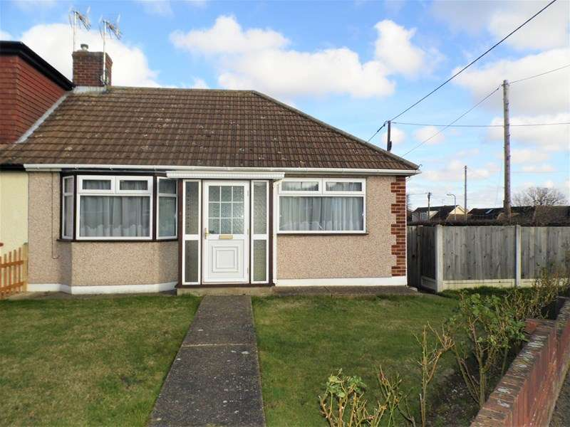 2 Bedrooms Semi Detached Bungalow for sale in Louis Drive, Rayleigh