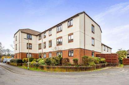 2 Bedrooms Flat for sale in Hameldown Way, Newton Abbot, Devon